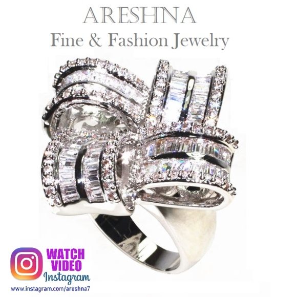 Areshna Jewelry - Bow Swarovski Crystals Luxury Cocktail Ring